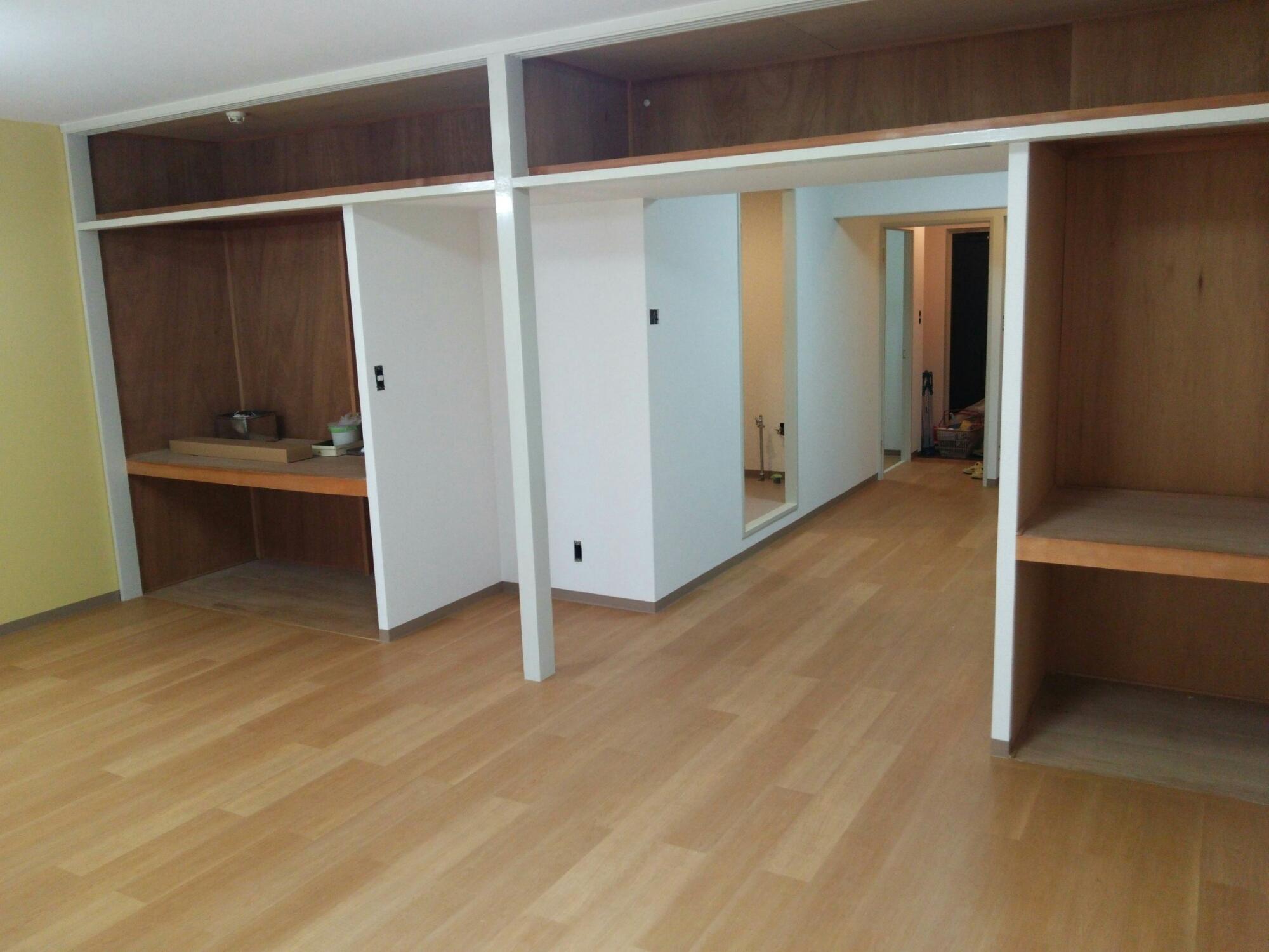 賃貸マンション壁紙床貼替え工事 生駒市のクロス張り替え 内装工事